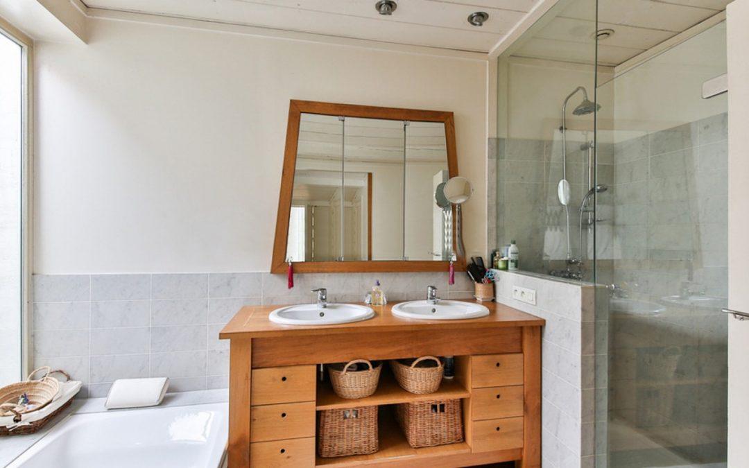 Les meubles en teck sont parfaits pour la salle de bain