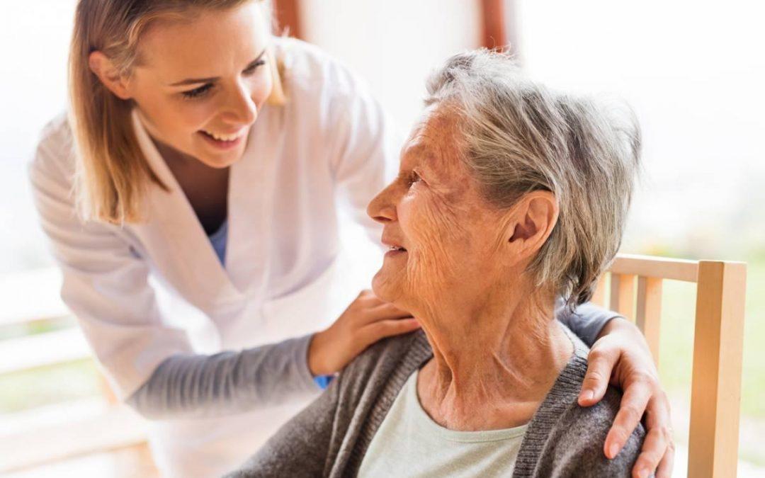 Téléassistance : une aide indispensable pour les personnes âgées