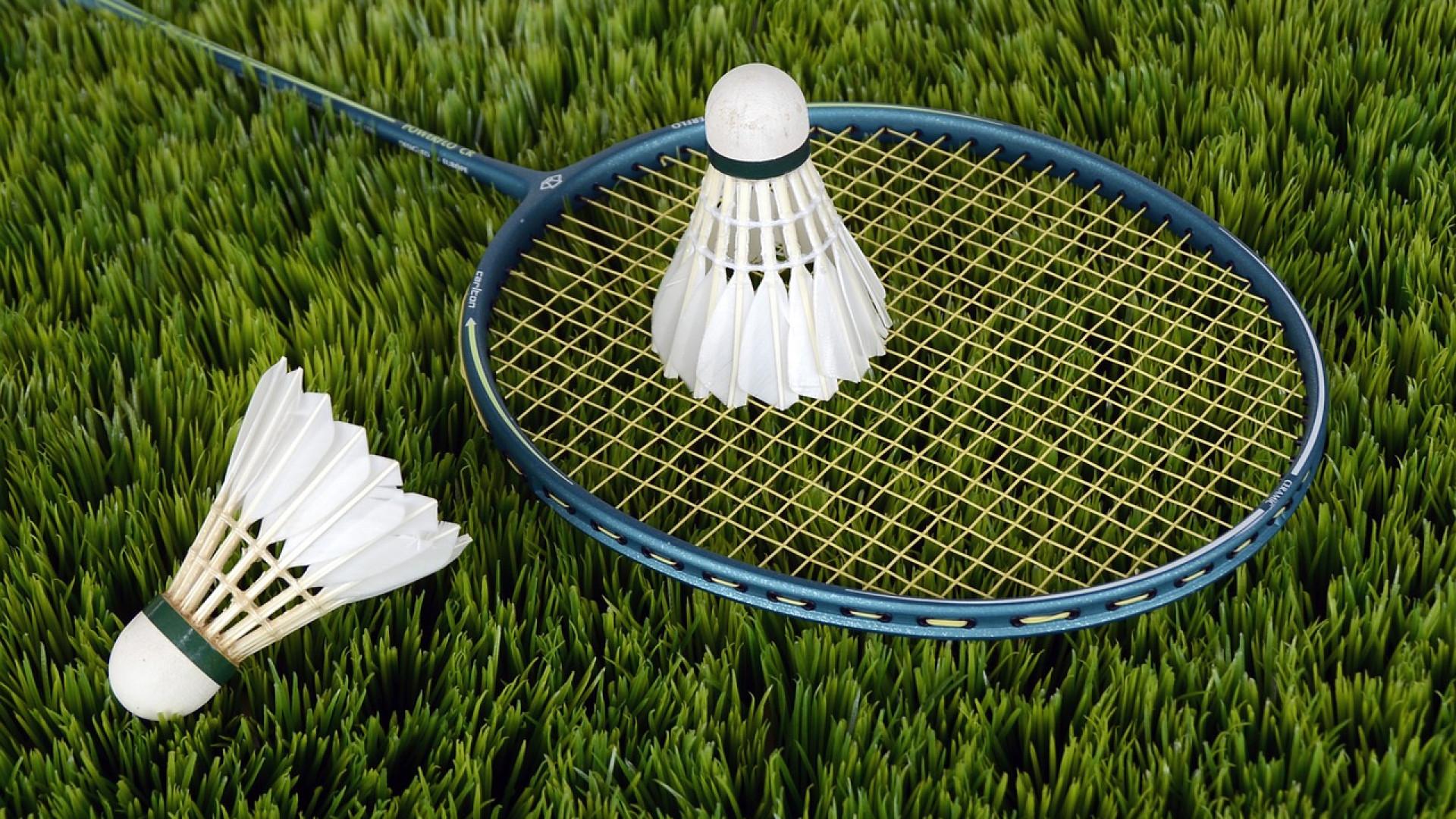 Quel est le prix des chaussures de badminton ?