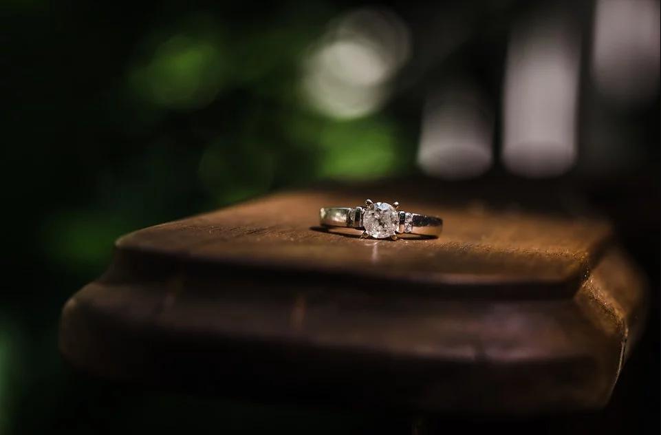 La bague solitaire diamant: les tendances