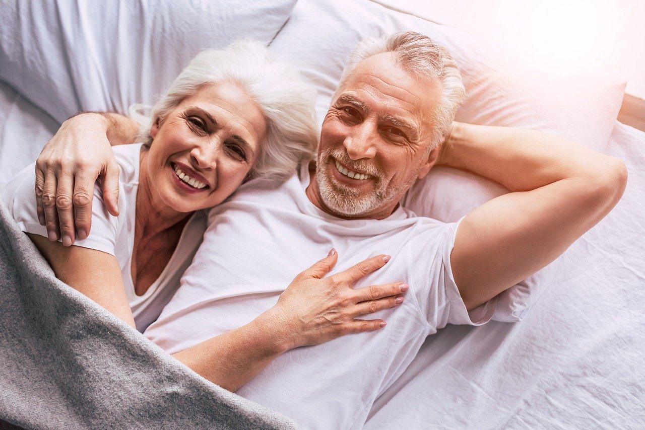 couple retraité vivant chez eux grâce à la téléassistance
