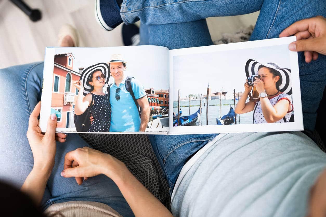 objets souvenirs de voyage livre photo